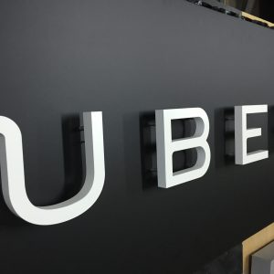 Вывеска Uber